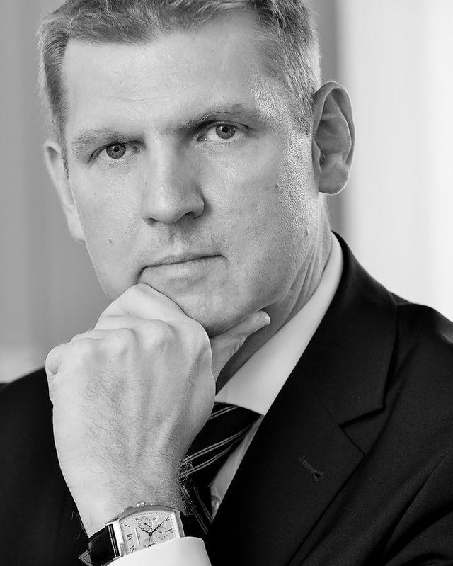 Szirmák Botond, a Provident Pénzügyi Zrt. vezérigazgatója, a Menedzserek Országos Szövetségének volt