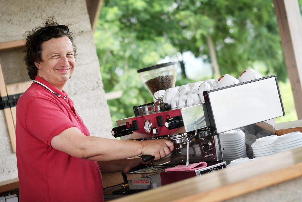 Kávézóra cserélte a magánrendelőt