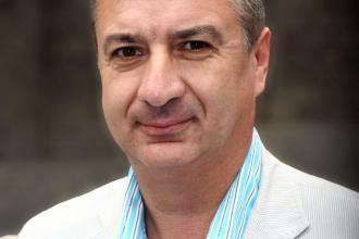 365 üzleti történet, Knezsik István