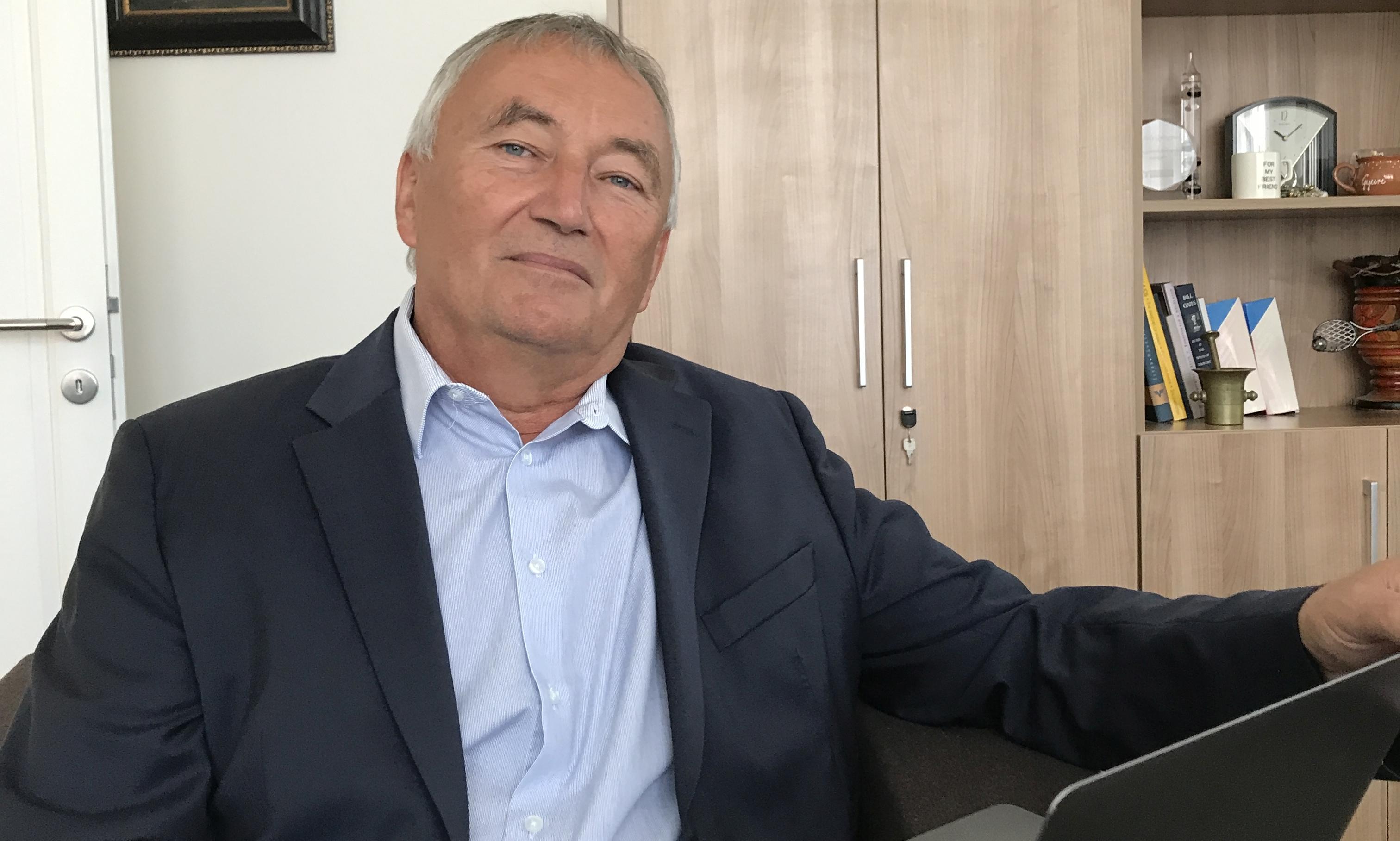 365 üzleti történet,Szajbély György