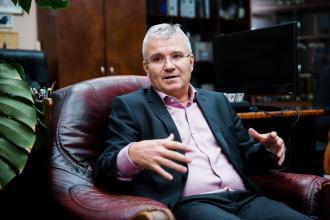 Móré Attila,Alpha Befektetetési Holding, cégvezetés, irányítás