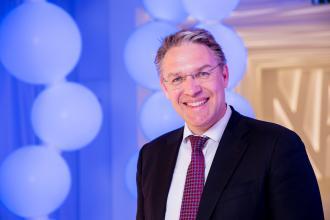 Jörg Bauer, 365 üzleti történet